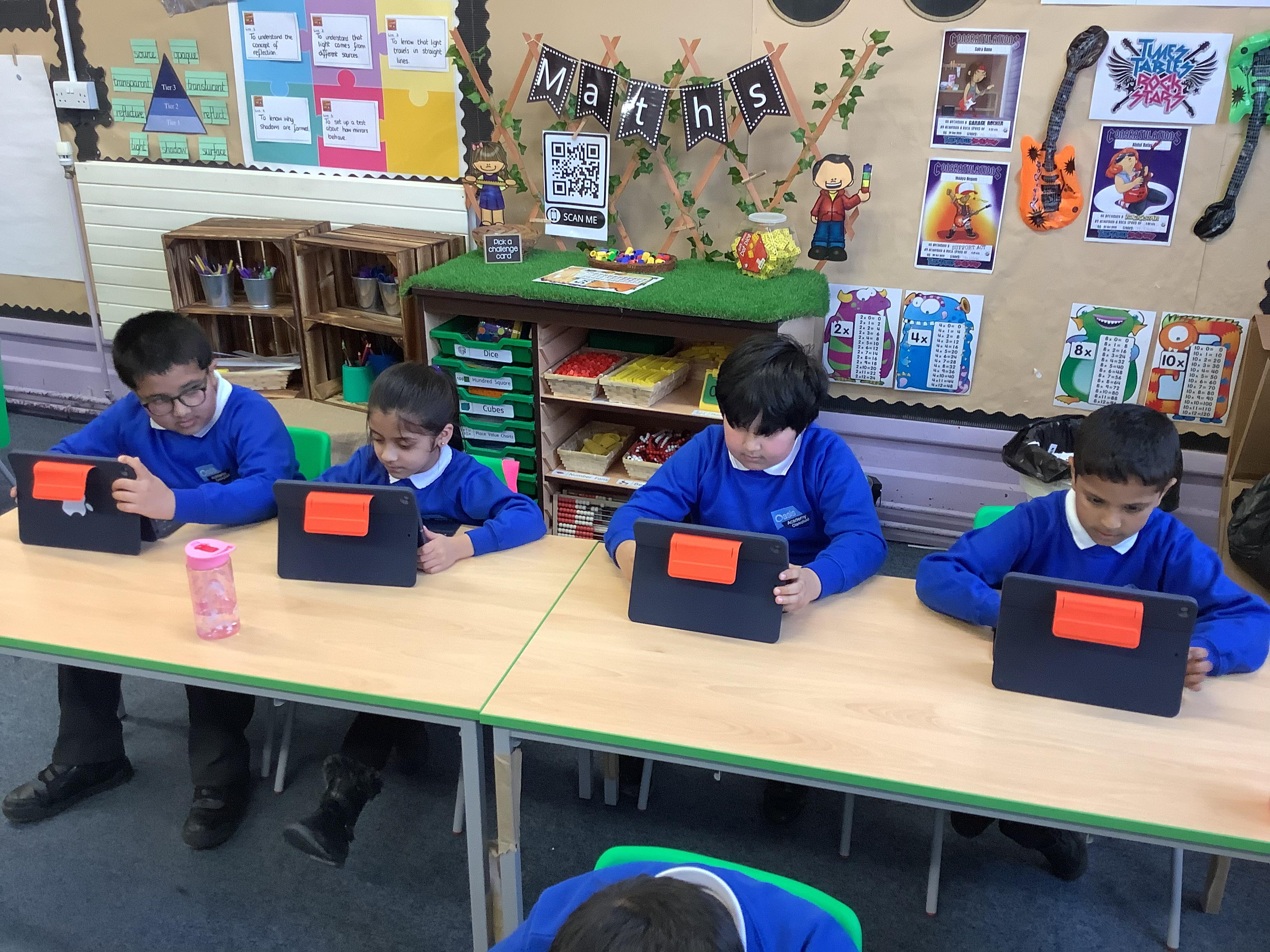 Oasis Academy Clarksfield provides an iPad to every student and teacher as part of its Horizons programme